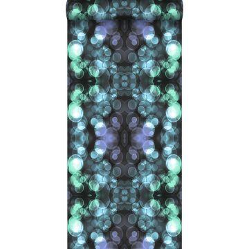 behang kaleidoskoop-motief licht azuurblauw en lila paars van Origin