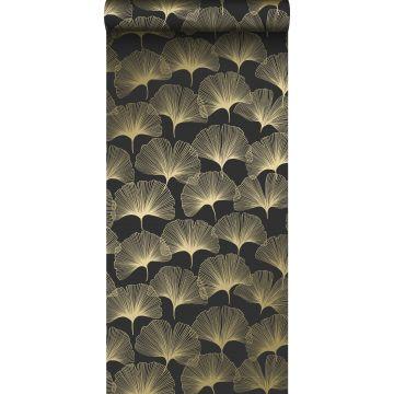 behang ginkgo bladeren zwart en goud van Origin