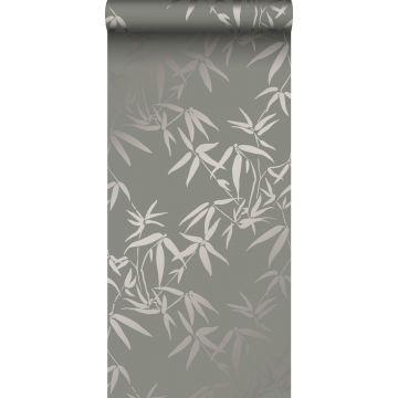 behang bamboe bladeren warm grijs van Origin