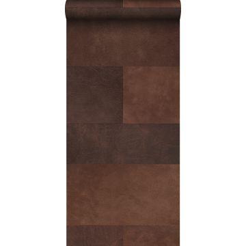 vlies wallpaper XXL tegelmotief met leer look bruin van Origin
